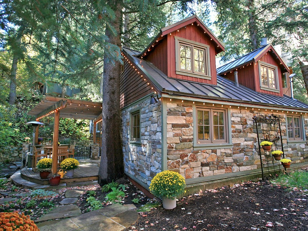 STORYBOOK STONE COTTAGE1
