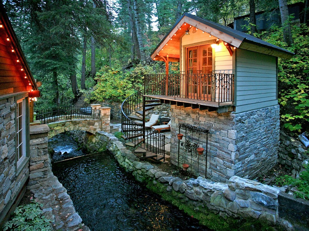 STORYBOOK STONE COTTAGE2